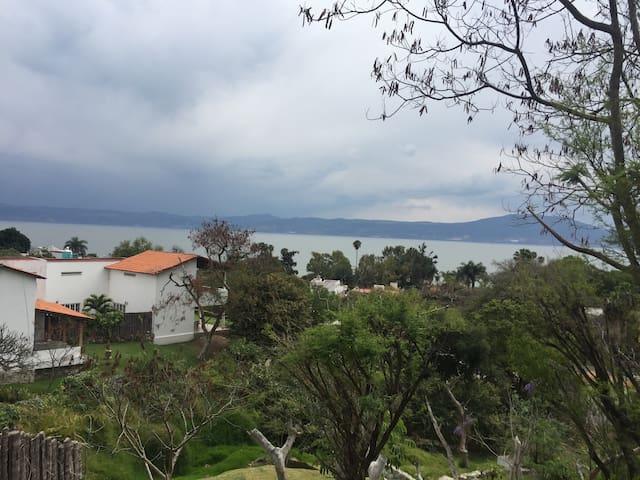 Casa con excelente vista en chapala - Chapala