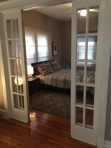 Nicely Appointed 2 Bedroom Apartment in Clayton - St. Louis - Apartment