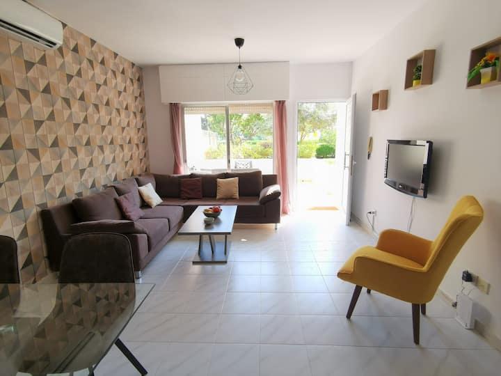 Tranquil groundfloor flat, 2 pools, opposite beach