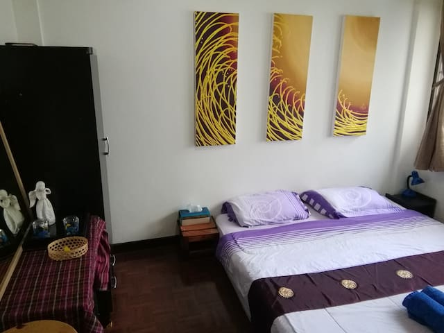 Cosy aircon room close BTS EKKAMAI - Bangkok - Hus
