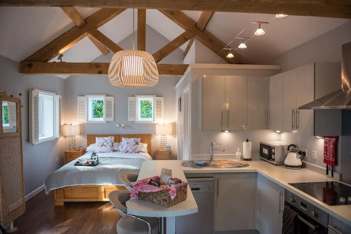 Larks Nest - your gateway to the Cotswolds