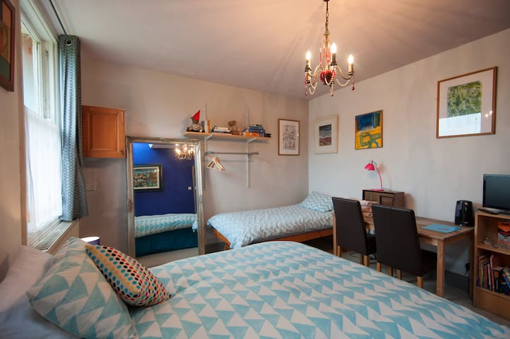 Self contained ground floor bedroom - Hereford - Bed & Breakfast
