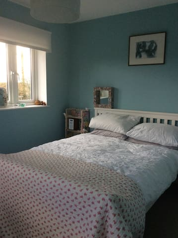Pretty room with lovely views,Stroud. - Stroud - House