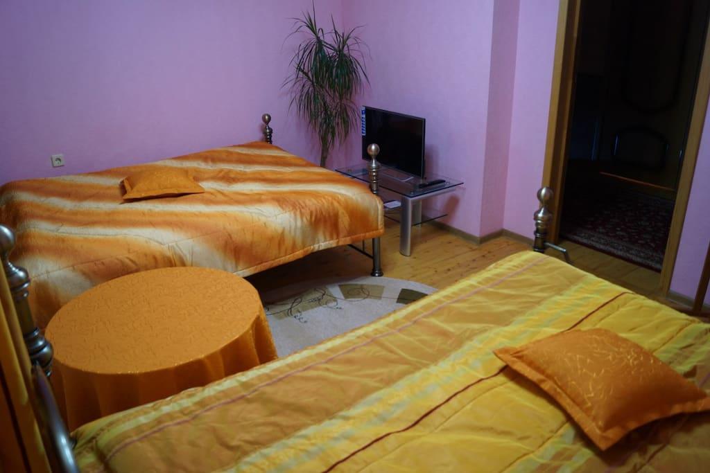 Одна из комнат, 3 места, кровати