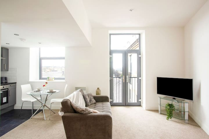 Snug Holiday Home in Bradford with Balcony