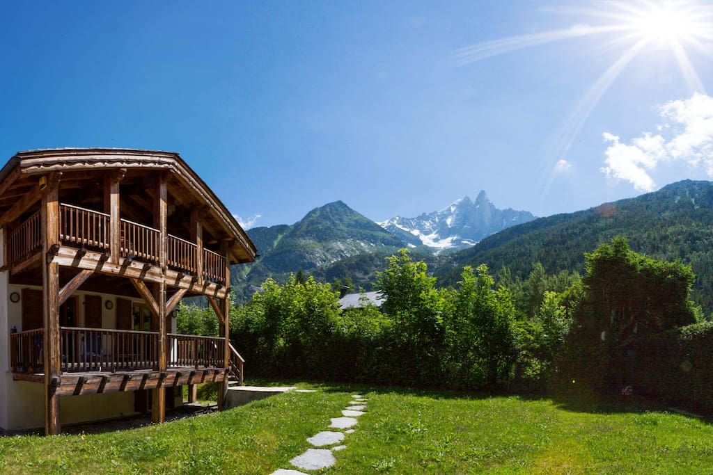 Chalet Merlebleu with private Garden. Incredible views of Mont Blanc Massif. Outdoor Jacuzzi round the side