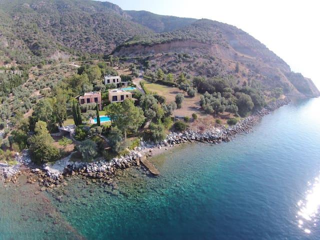 ktima ioanidi A βιλλες διπλα στην θαλασσα - Evia - บ้าน