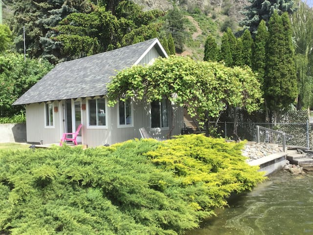 Cozy Lakeshore Cottage - Vernon - Cottage