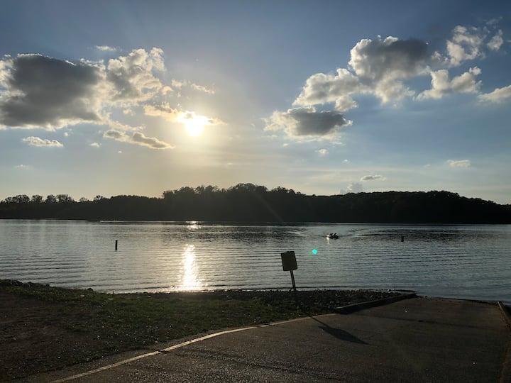 Victoria- Relaxing Lake Retreat