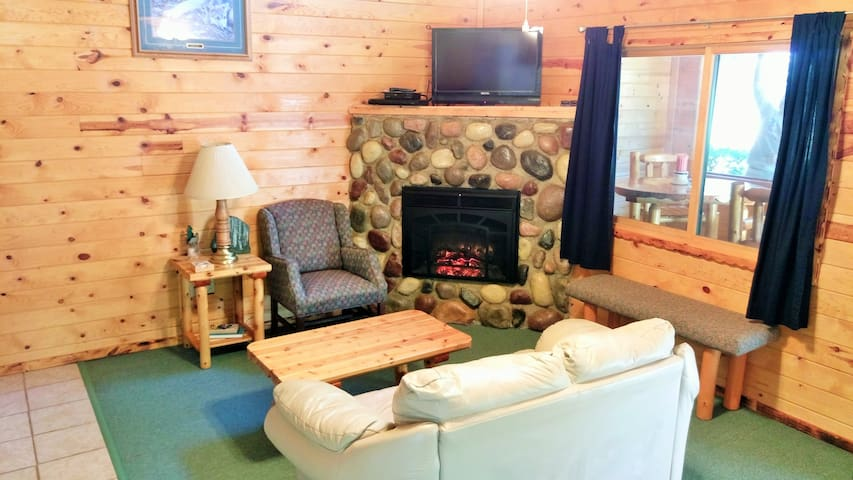 Wolf's Den - 2 bedroom, 2 bath with a lake view!