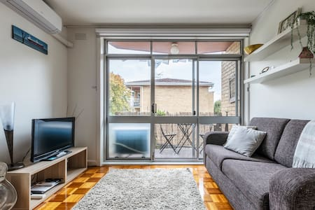 Quiet & Secluded in Vibrant East St Kilda