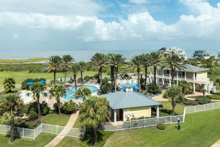 Bayside condo w/ shared Beach Club pools, hot tub, firepit - walk to the beach