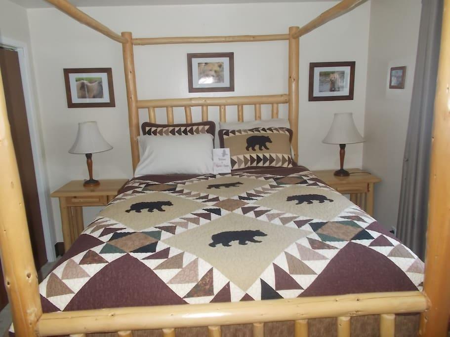 The Bear Den w/queen bed