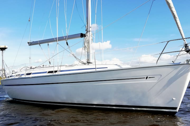 Dutch sailing Yacht: Sleep & Sail Clinic