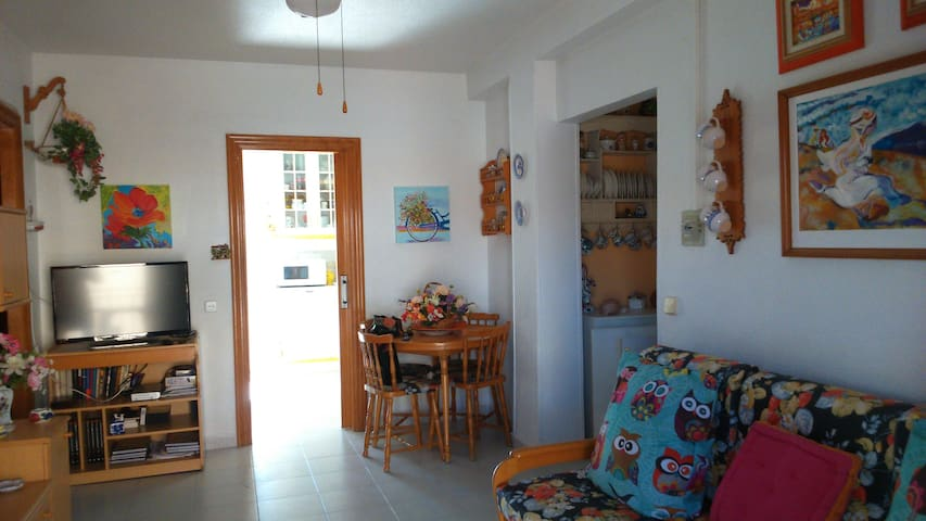 Cozy and comfortable apartment 150m from the sea.