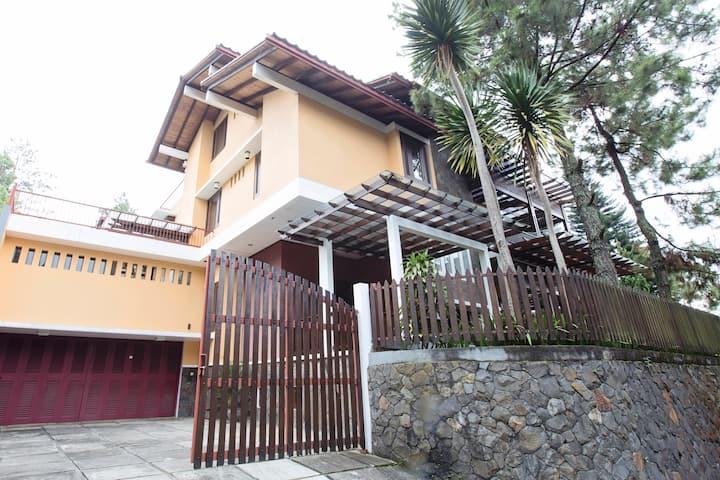 Rumah Lampion - Relaxing House near Lembang