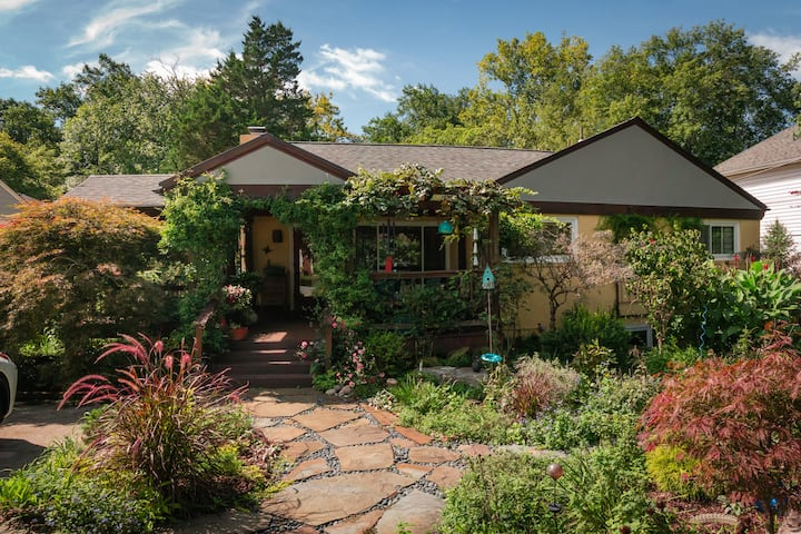 Popular and Spacious Art Filled Garden Apartment!