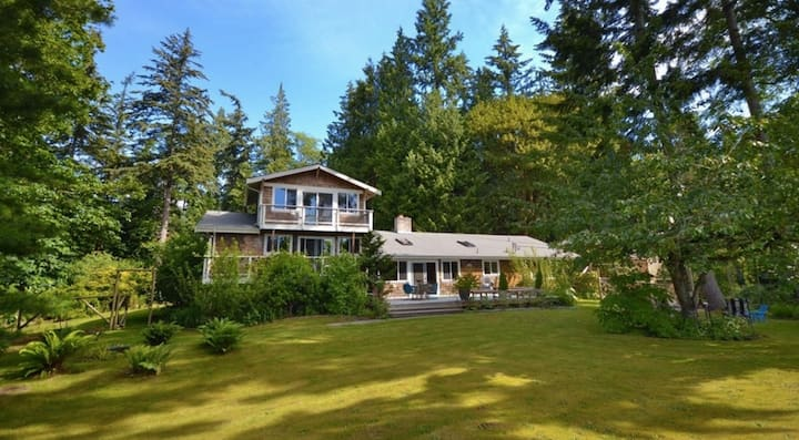 Wooded Whidbey Retreat to Unplug or Remote Work