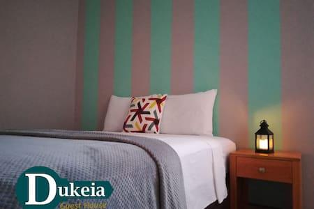 Dukeia, Colonia Maya, room 6