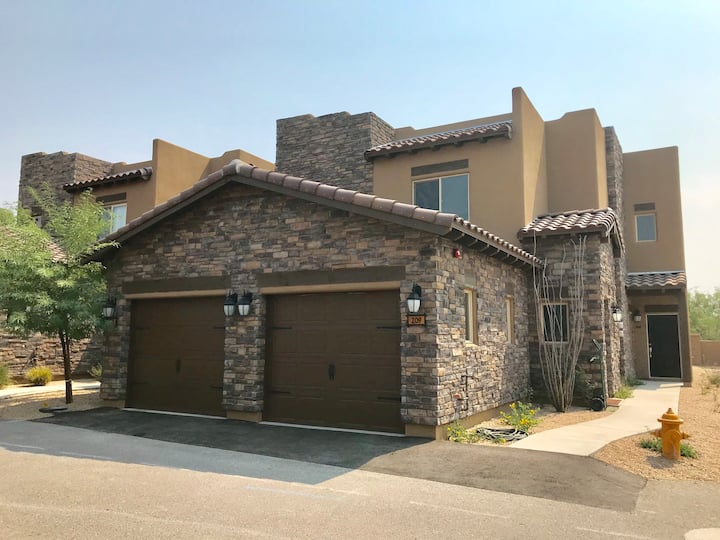 Newly Built in Downtown Cave Creek