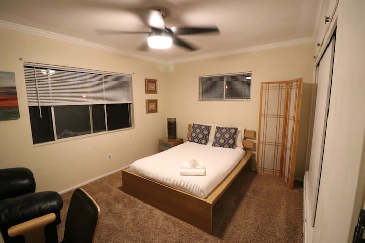 Great for monthly stays! Short walk to metro