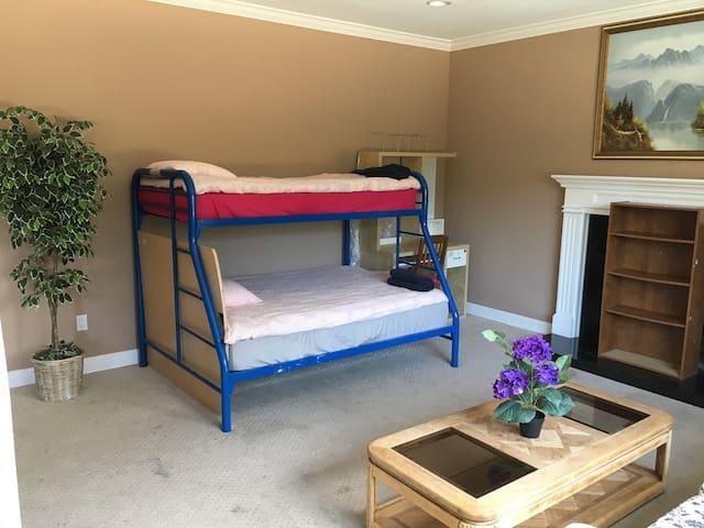 Affordable livingrm bed in BayArea, Ideal location