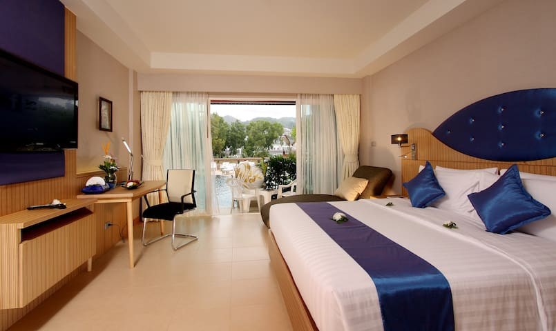 Grand Deluxe Room with Direct Swimming Pool Access - Phuket - Boutique-hotelli