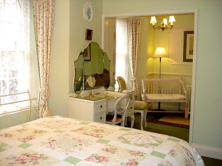 Croft House B&B Double en-suite with seating area