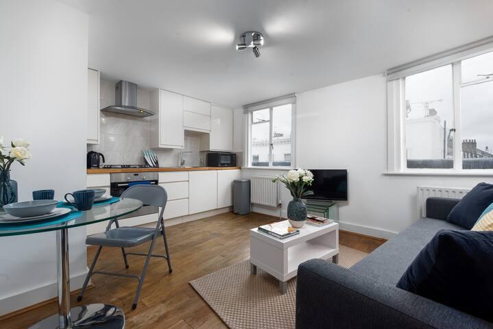 Fantastic One Bedroom Apartment in Victoria - CS
