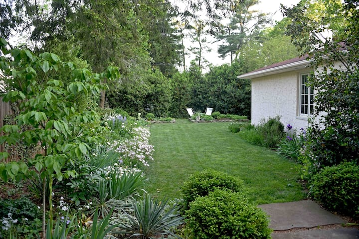 Garden studio between Asheville +  Biltmore Estate