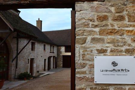 La Ferme Aux Arts Chambre Chocolat - Beaumont-sur-Grosne - Domek gościnny