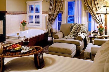 Lake Pointe Inn Bed & Breakfast Sang Run Room - McHenry