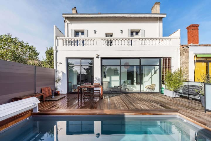 Spacious house with heated pool in Talence