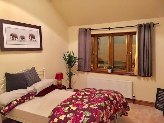 Beautiful Double Bedrooms with Ensuite Shower - Twigworth - Huis