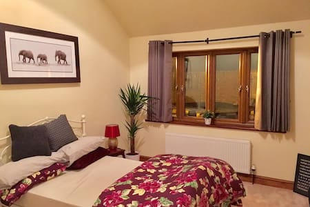 Beautiful Double Bedrooms with Ensuite Shower - Twigworth - Casa