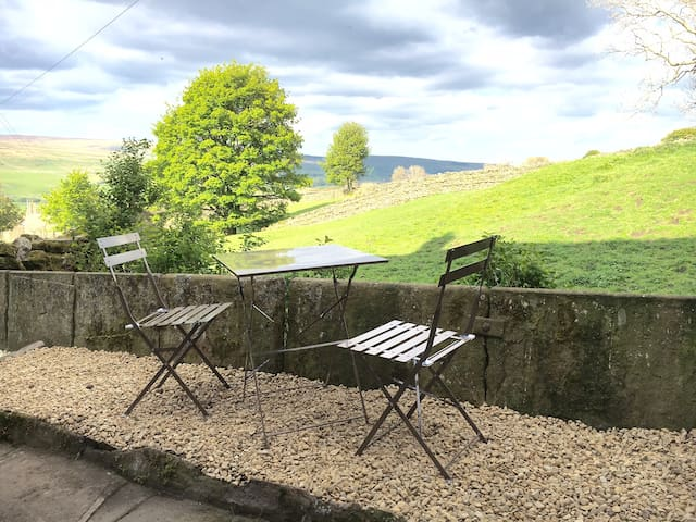 Cottage with fabulous views of the Dales - Burtersett - Casa