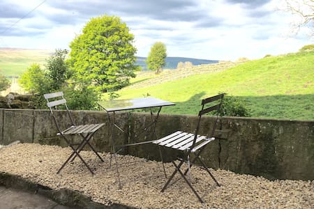 Cottage with fabulous views of the Dales - Burtersett