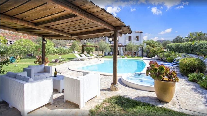 Alghero, Villa Gioiosa per 12 persone con piscina