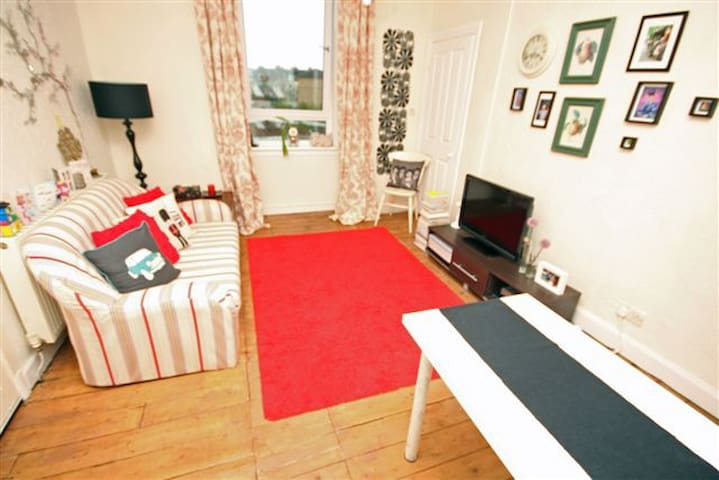 Cozy 1 bed+boxroom flat in central location! - Edimburgo - Appartamento