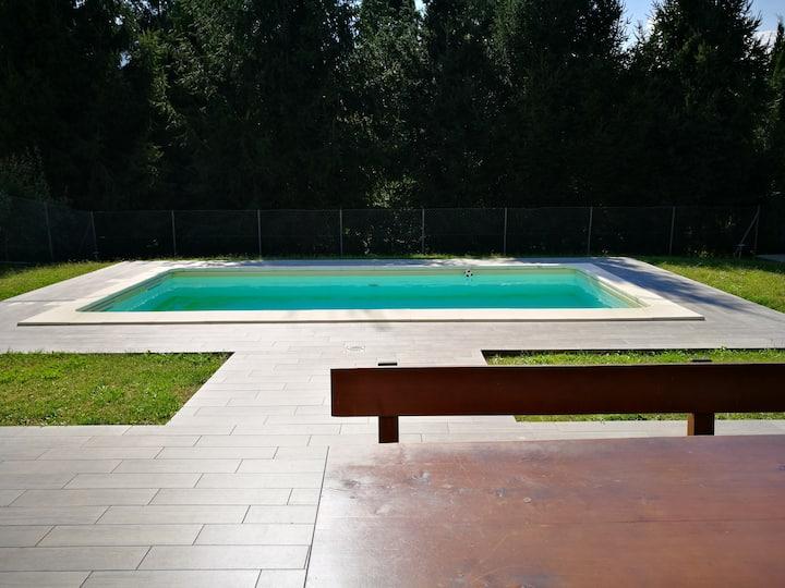 Villa Gialla mit Pool. Zu Fuß in 5 Min. am See