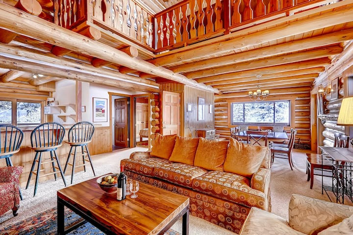 The Cabin - Gorgeous Log Cabin in Alta with Outdoor Hot Tub and Fireplace