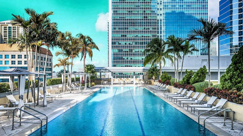 ★ Conrad Hilton BEAUTIFUL 5star Condo Balcony 29 ✈