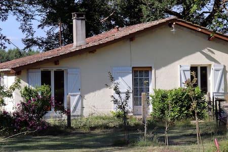 GITE AVEC PISCINE - Rumah