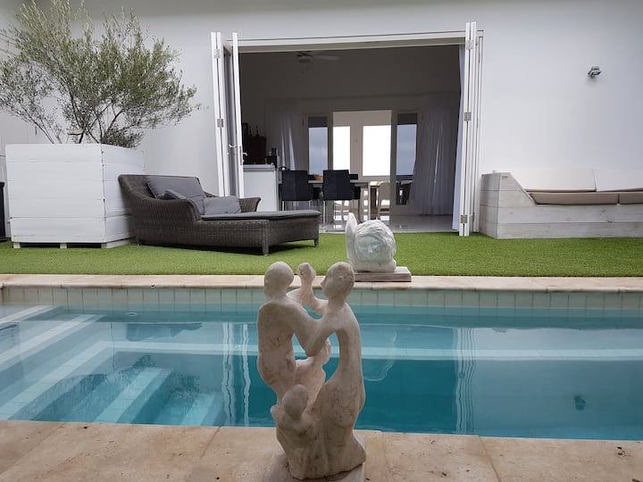 Deluxe Villa with Private Pool in Jan Thiel!