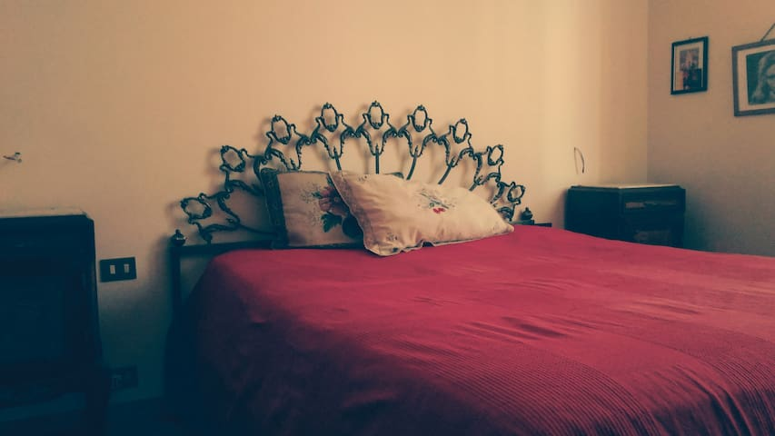 Elegant room is located in the center of Milan