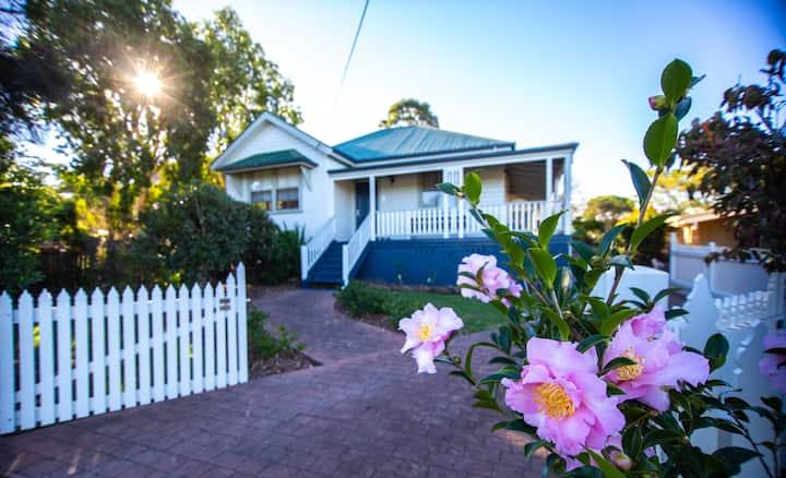 Luxury Vintage Cottage in heart of Historic Milton