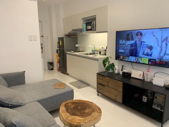 1-Bedroom Condo Unit Spacious & Modern Design- QC