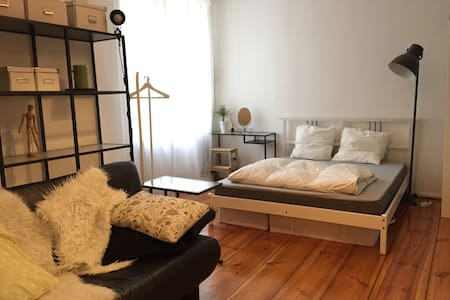 Warm, beautiful apt near Tiergarten