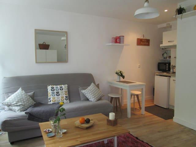 Sunny studio in the historical centre (+ 2 bikes) - La Rochelle - Apartemen