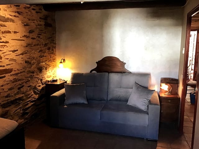 Habitación con sofá cama doble